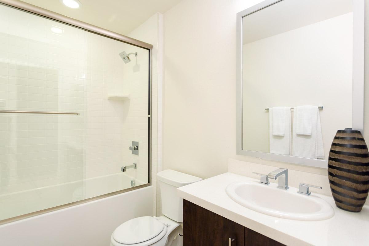 Bathroom_Virgil208WEB