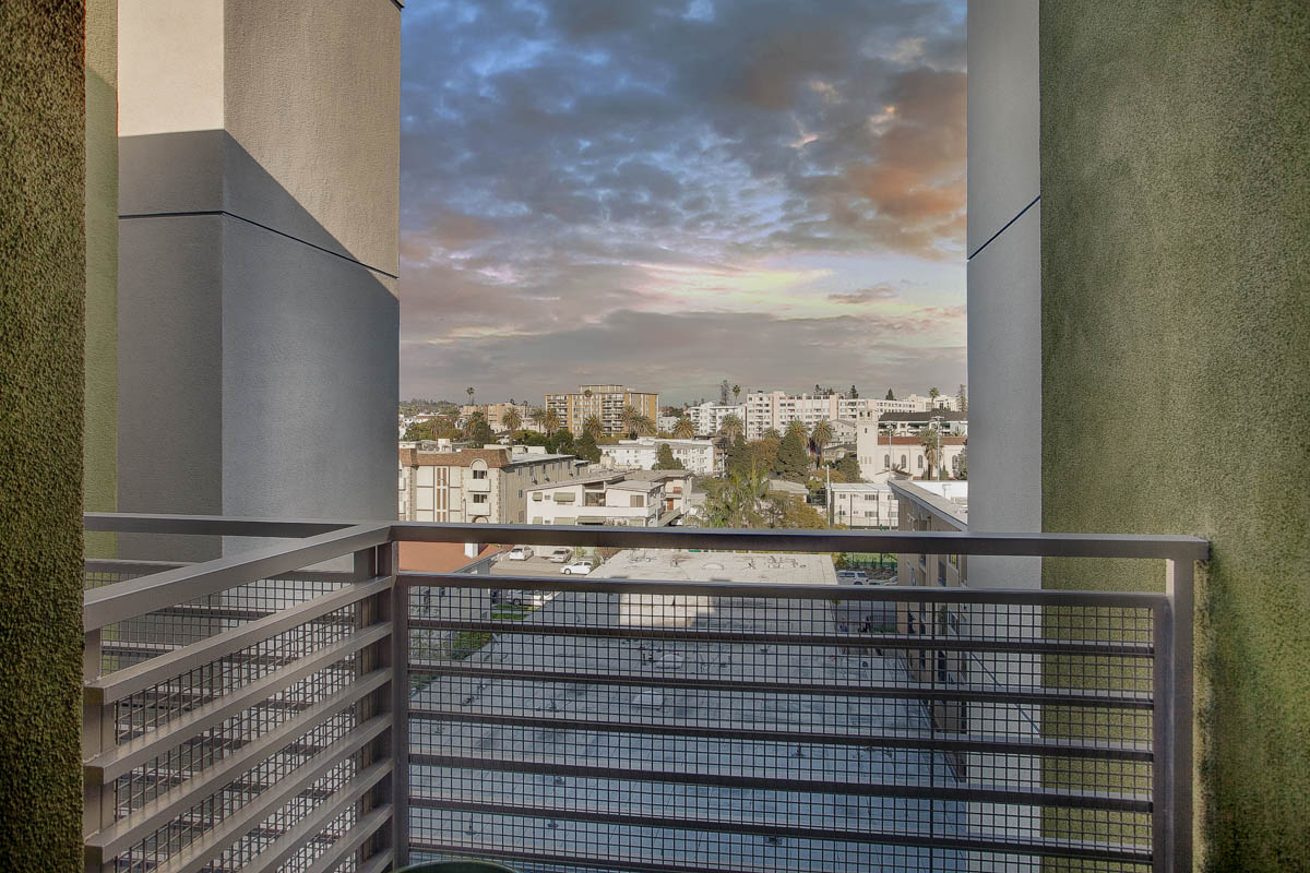 Element 436 Penthouse Twilight Balcony-1003